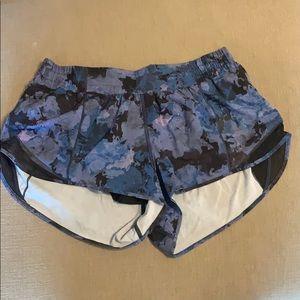 Lululemon Hotty Hot shorts 2.5 in